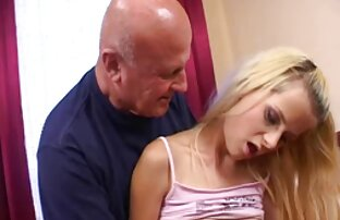 Daria kostenlose pornofilme mit älteren frauen Lipov solo anal liebäugelt