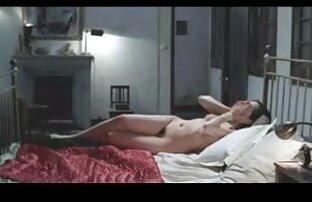 Struts Ihren Körper Für Die porno filme von reifen frauen Kamera