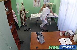 Twinks gerammt sex mit reifen frauen gratis beim Spielen mit seinem Schwanz